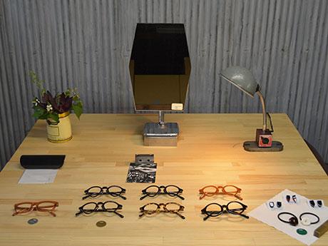眼鏡フレームのほか、端材を活用したアクセサリーも
