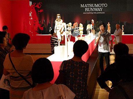 「MATSUMOTO RUNWAY」エリアで説明する飯沼さん
