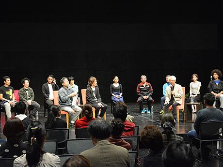 手塚眞さん(手前右)を迎えて行われたトークイベントには約50人が参加