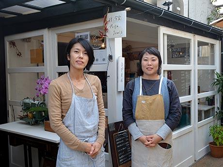 店名は「はしご横丁の隅」から付けたという。佐々木さん(写真左)と新保さん