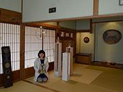 松本・浅間温泉でトザキケイコさん個展 「糸かけまんだら」など、独特の空間に