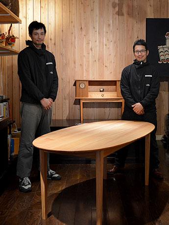 県産カラマツを使ったラウンドテーブル