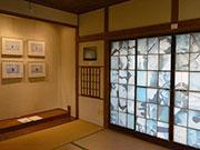 松本のゲストハウスで写真展「北極人極南」 氷を写したインスタレーションも