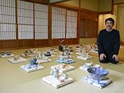 松本で陶芸家・ウエダキヨアキさん個展 描き下ろしパネルで空間演出も