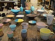 松本のセレクトショップで竹村良訓さん陶展 「服を着せるように」彩る器