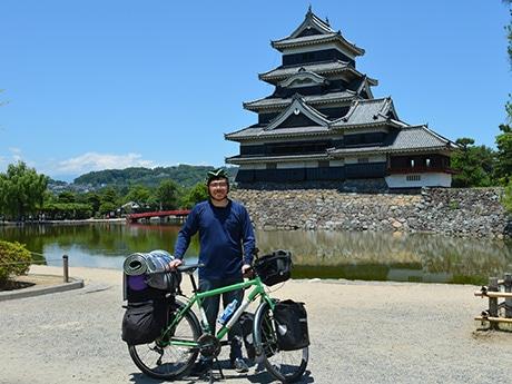 京都を出発して松本に来た鉄尾さんは22歳。安曇野、上田、長野と県内を巡る予定