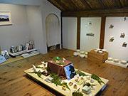 松本のギャラリーカフェで「山と雷鳥展」 アクセサリーや器、「雷鳥張子」新作も