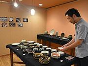 松本のギャラリーカフェで陶芸家・坂口健さん個展 模様特徴の器100点