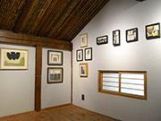 松本のギャラリーカフェで「熊谷俊行作品展」 20年の「カケラ」でコラージュも
