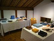 松本のギャラリーで紙の箱作家個展 使い続け「じわっと」くるもの意識
