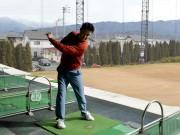 松本のプロゴルファーが練習器具開発 シンプルに動き確認、良いスイングに