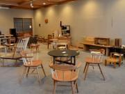 松本のギャラリーカフェで「春の木工展」 地元木工作家3人の作品60点