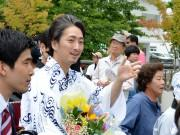 「信州・まつもと大歌舞伎」開幕 恒例「登城行列」、中村七之助さんら松本城へ