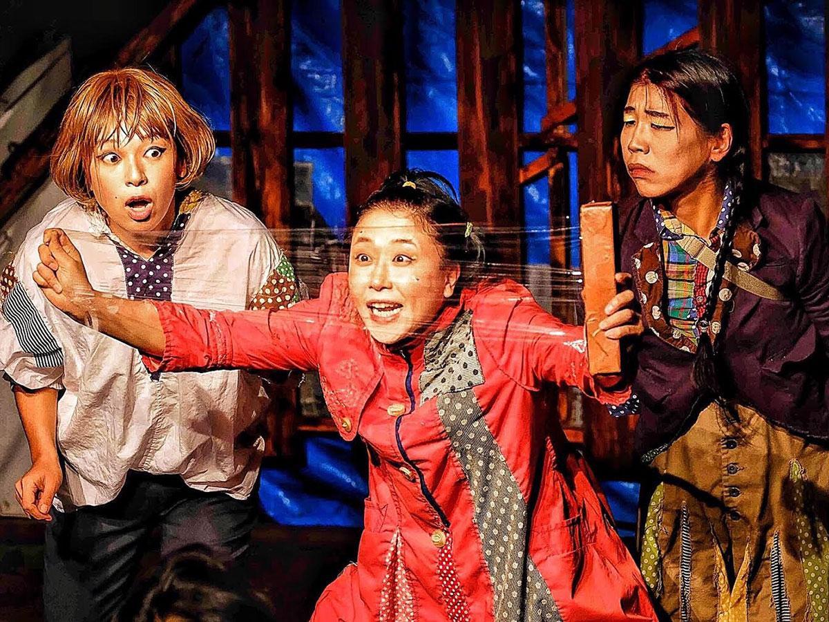 今回のメンバーは6人。衣装、大道具、音響、照明、劇場設営なども行う。前田斜めさんも特別出演する