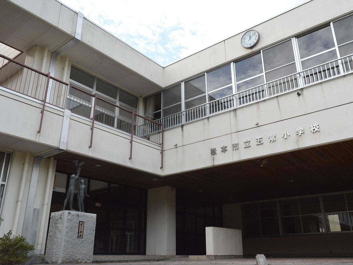 2013年3月に閉校した旧五常小学校。現在は指定避難所になっている