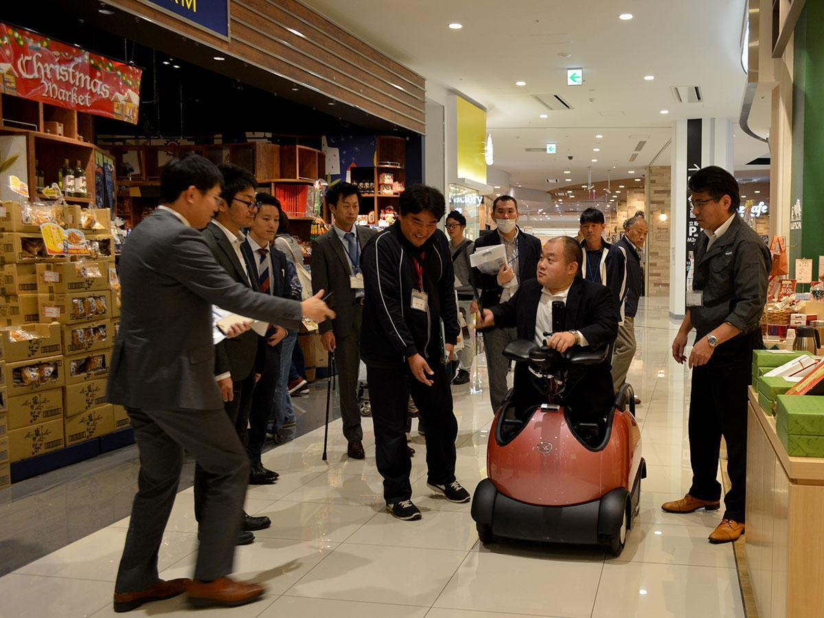 イオンモール松本で行われた「RODEM」の紹介・試乗体験の様子