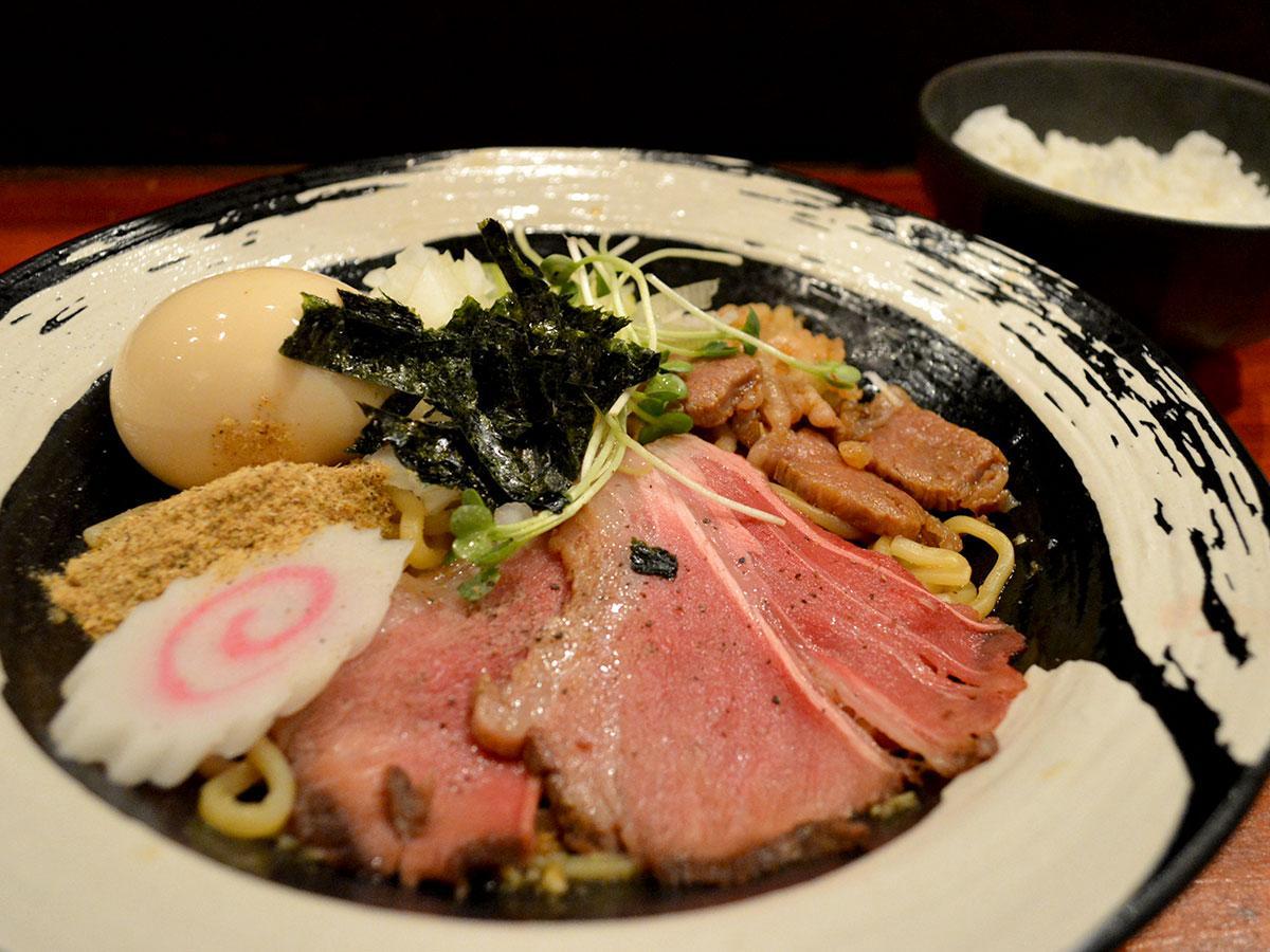 「特製和牛あえ麺」には「追い飯」も付く(写真は小サイズ)