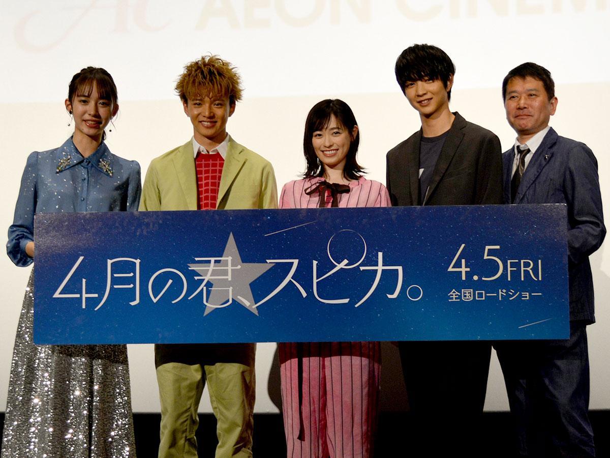 (左から)井桁さん、佐藤さん、福原さん、鈴木さん、大谷監督