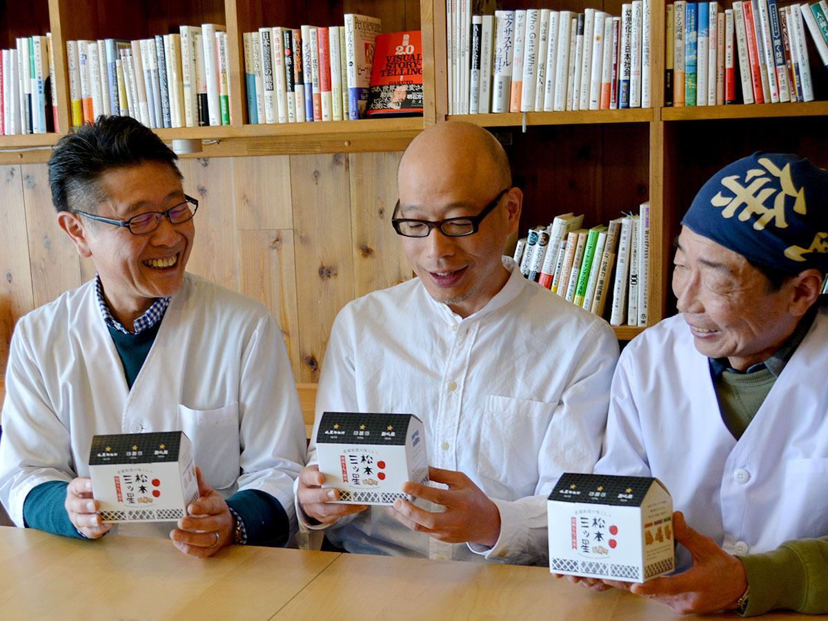 (写真左から)「山屋御飴所」太田喜久さん、「飯田屋飴店」伊藤雅之さん、「新橋屋飴店」田中聡さん