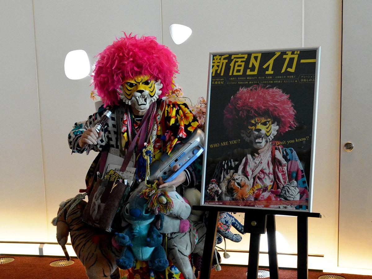 「上京後に帰省したのは3回くらい」。今回は上映されるまつもと市民芸術館でインタビューに応じた