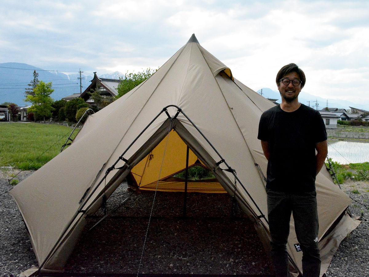4人用テント「ZEKU(ゼクー)-M」と小杉社長