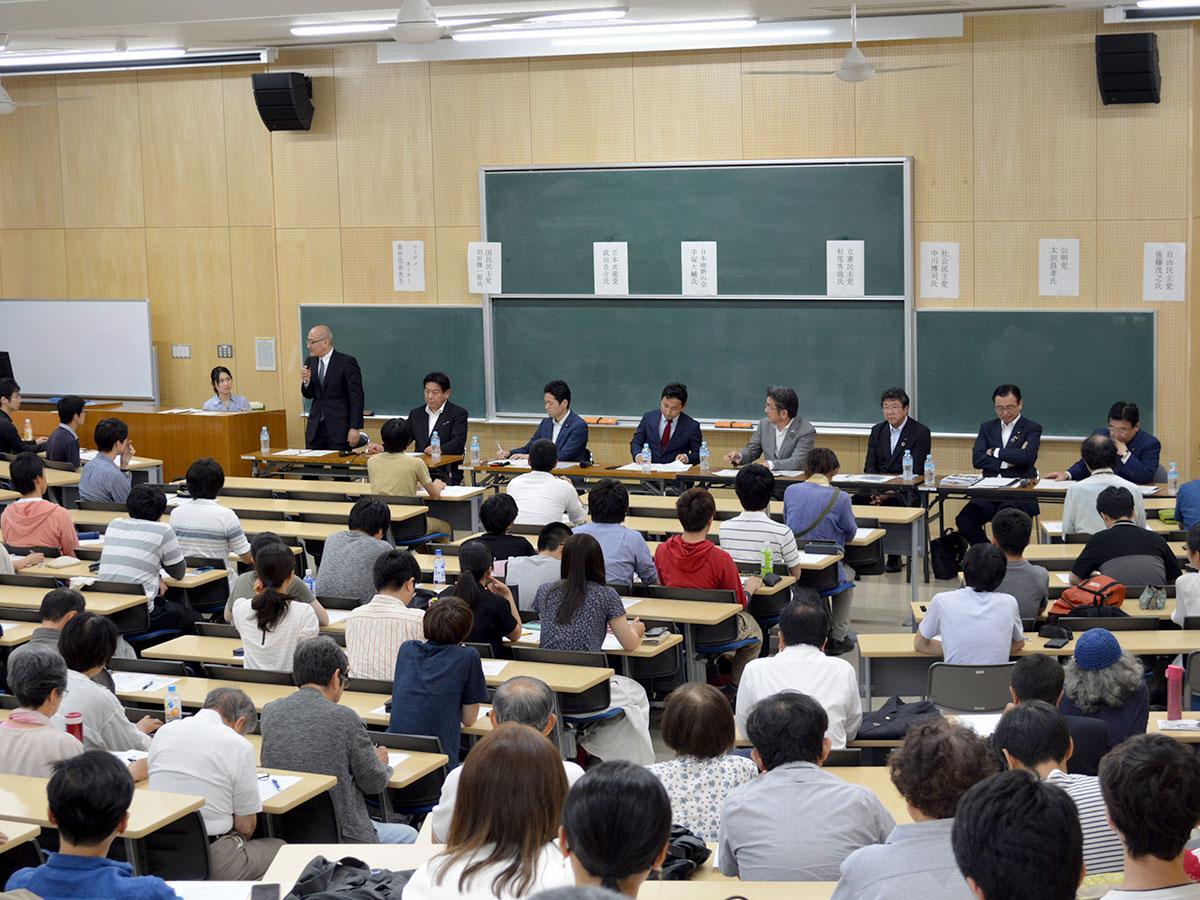 公開討論会の様子。コーディネーターは同大学術研究院の美甘信吾教授が務めた