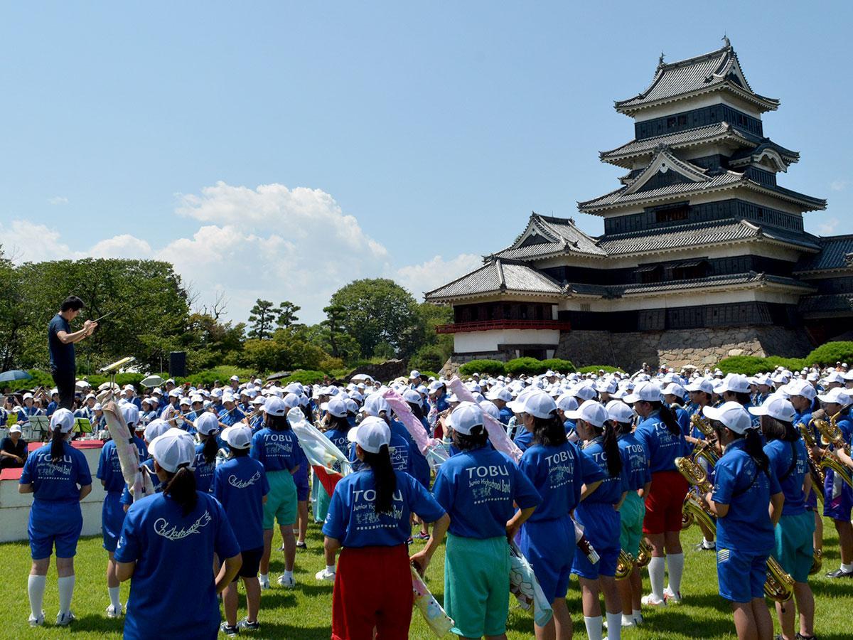 松本城本丸庭園で行われた合同演奏会
