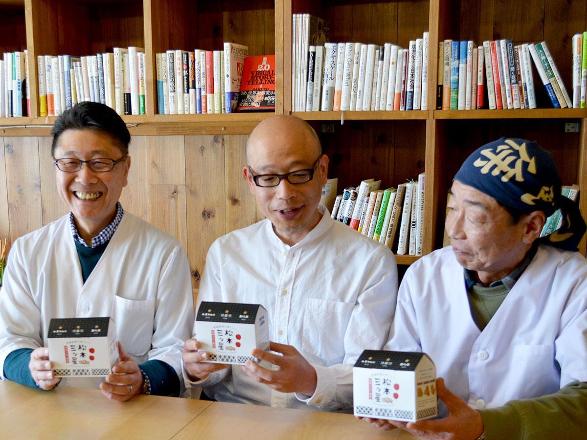 今年4月には3店舗の食べ比べセットをリリース。(写真左から)「山屋御飴所」太田喜久さん、「飯田屋飴店」伊藤雅之さん、「新橋屋飴店」田中聡さん