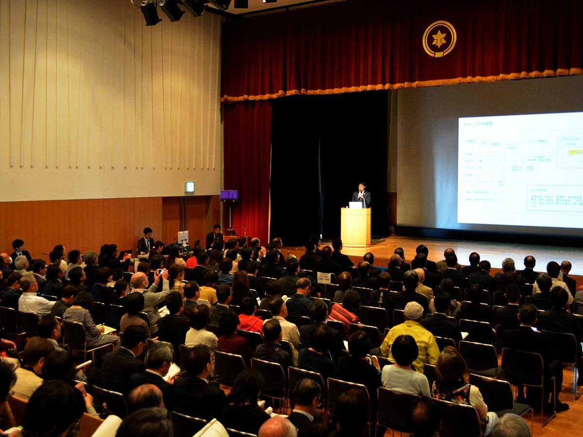 基調講演「スポーツが変える。未来を創る。」で登壇するスポーツ庁長官・鈴木大地さん