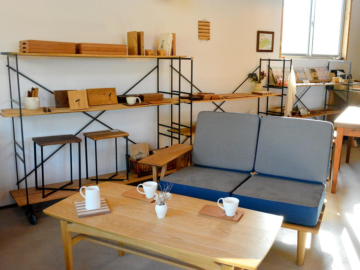 新作家具「peace sofa」のほか、さまざまな家具や小物も展示