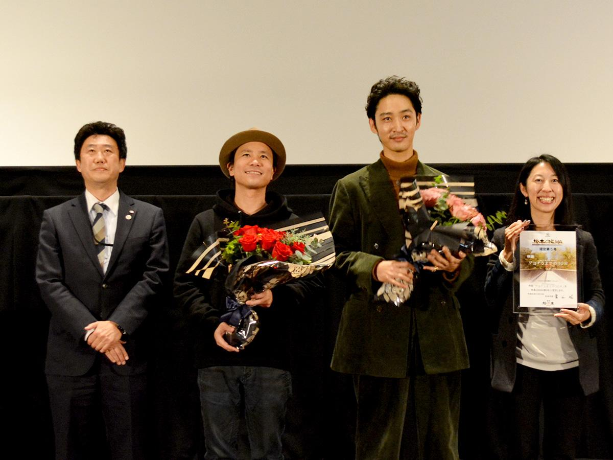 認定式では、プロデューサーの井出陽子さんに認定証が授与された