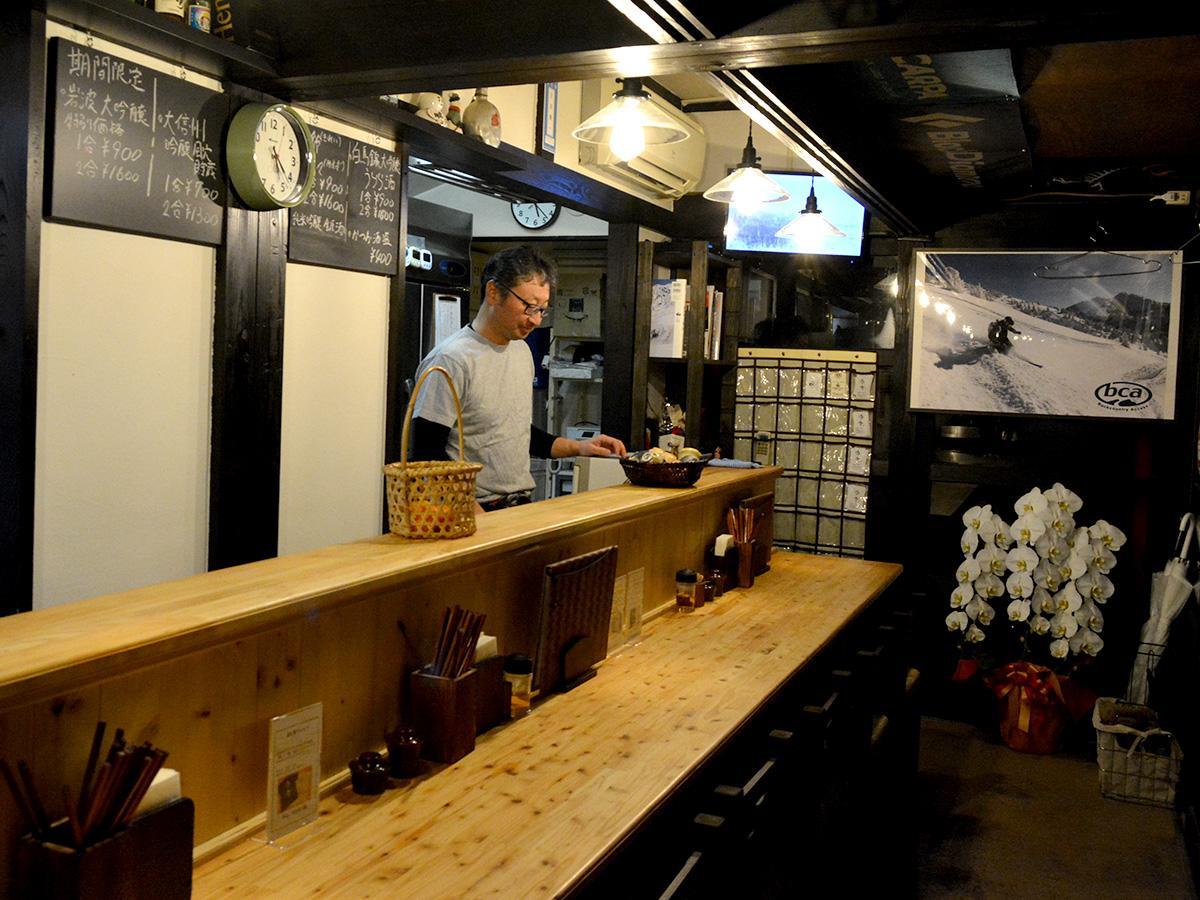 「お酒は何でも好きだが、店を始めて酒量が減った」と吉田さん