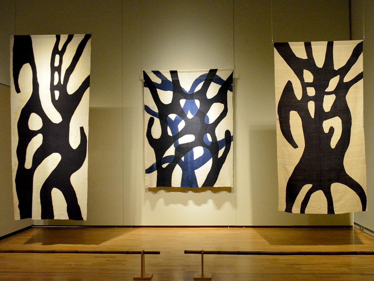 「木漏れ陽」(中央)はじめ、木をテーマにした作品は近年手掛けたもの