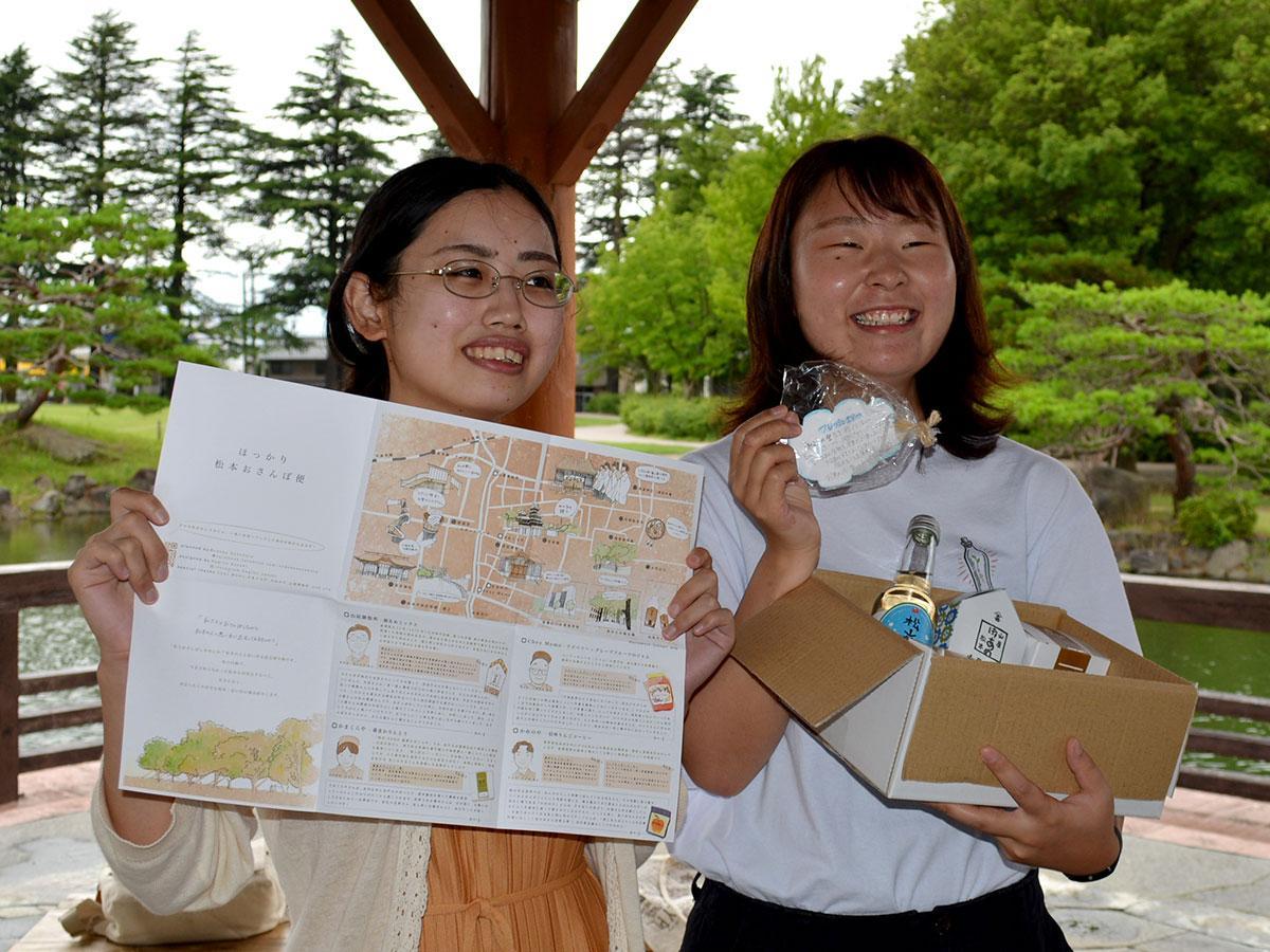 企画した曽根原さん(写真右)とマップを手掛けた佐々木萩乃さん
