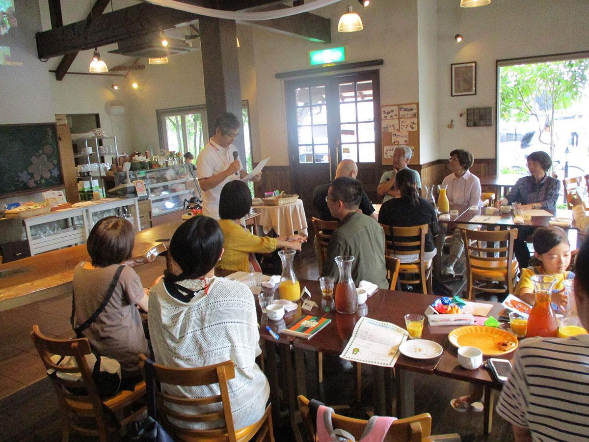 昨年9月、松本市の「マンマ・ミーア」で開催した移住者交流会の様子。今年度はオンラインで開催する