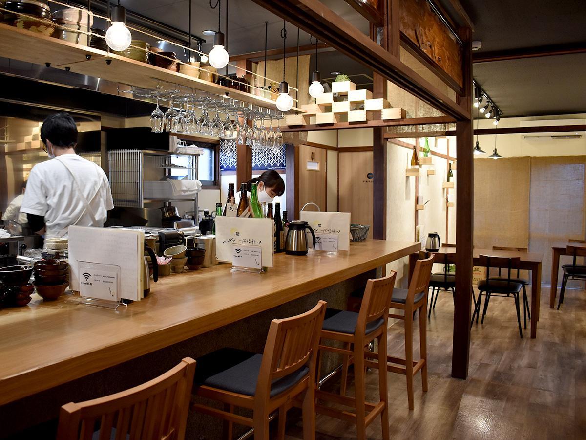 日本酒は「種類やお客さまの好みに合わせて」グラスで提供