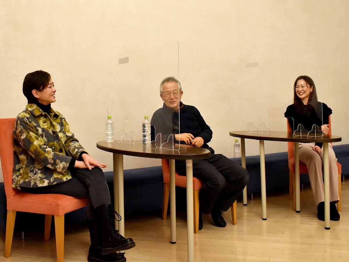 稽古後、意気込みを語る(写真左から)秋本さん、串田さん、香寿さん