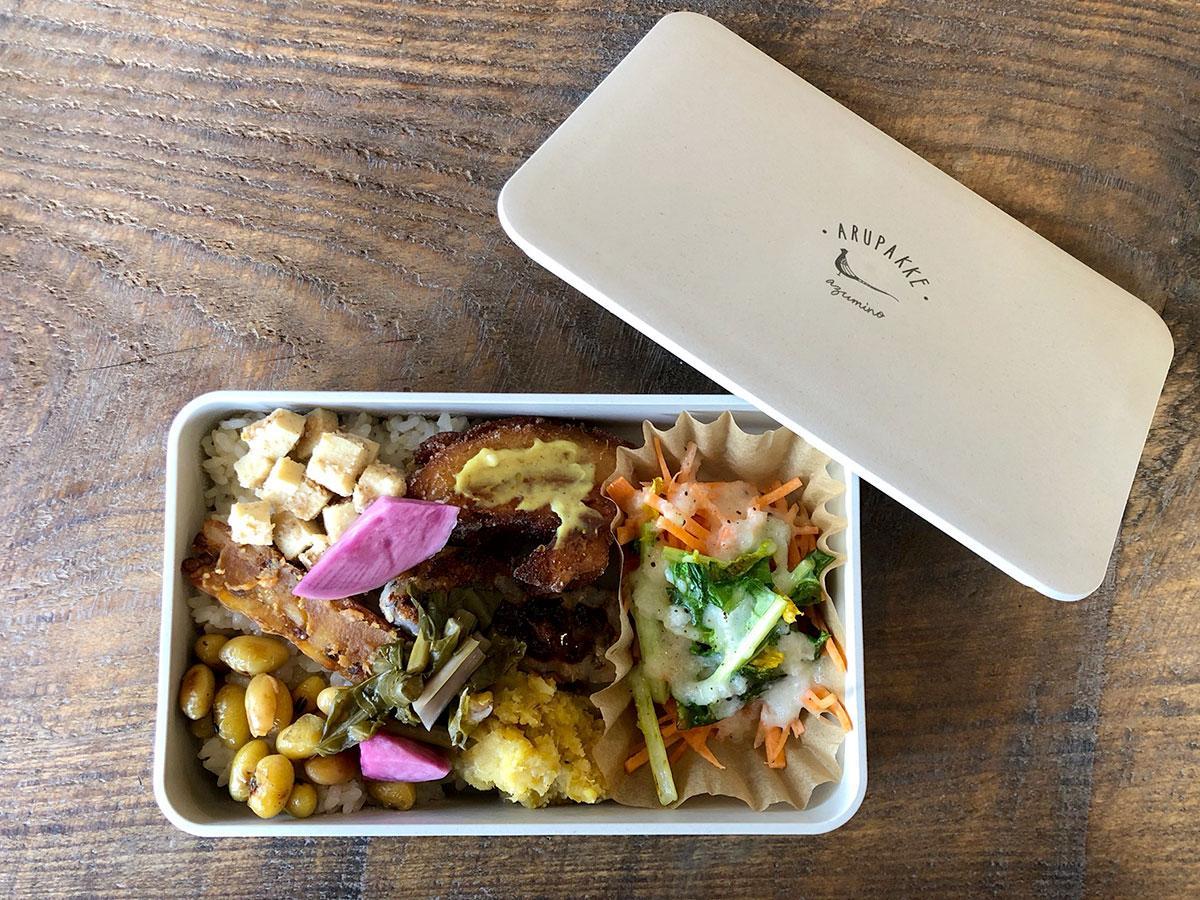 先月から取り組みを始めた「アルプスごはん」(松本市)では「アルプスごはん弁当」のほか、おつまみセットも提供可能