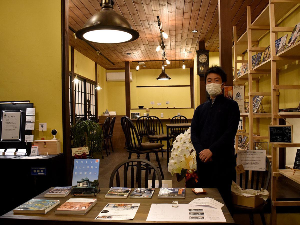 現在は、藤木さんの趣味だという城や洋館の書籍を並べる