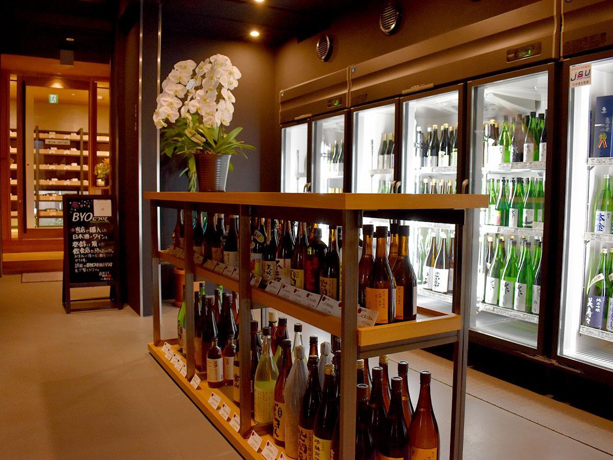日本酒、ワイン、焼酎を中心に豊富な品ぞろえ