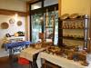 松本のパティスリーで企画展「ガラスとカゴと麻」 夏らしさ感じる作品150点