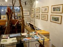 松本の2書店で2冊の絵本原画展 2人の画家、互いの物語に絵を描く