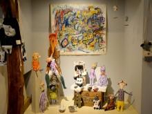 松本で2人展「2人のサーカスカーニバル」 カラフルな布ものや絵画、にぎやかに
