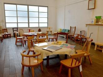 松本・中町のギャラリーで「子ども椅子展」 絵本も紹介、「お気に入り見つけて」