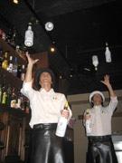 グラスやボトルを巧みに操りカクテルづくり-松山に「フレア」鑑賞バー