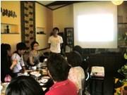 県内大学生らが国際協力テーマに討論会-松山のフェアトレードカフェで