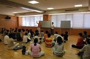 松山でヨガ・サークルがワークショップ-「誰もが実践できるヨガ」など