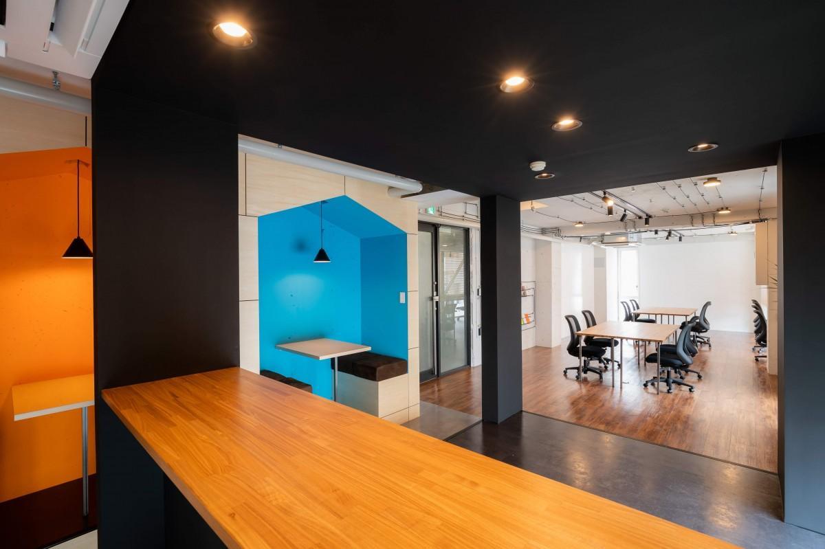 仕事や打ち合わせで利用できる「マツヤマンスペース」4階フロア