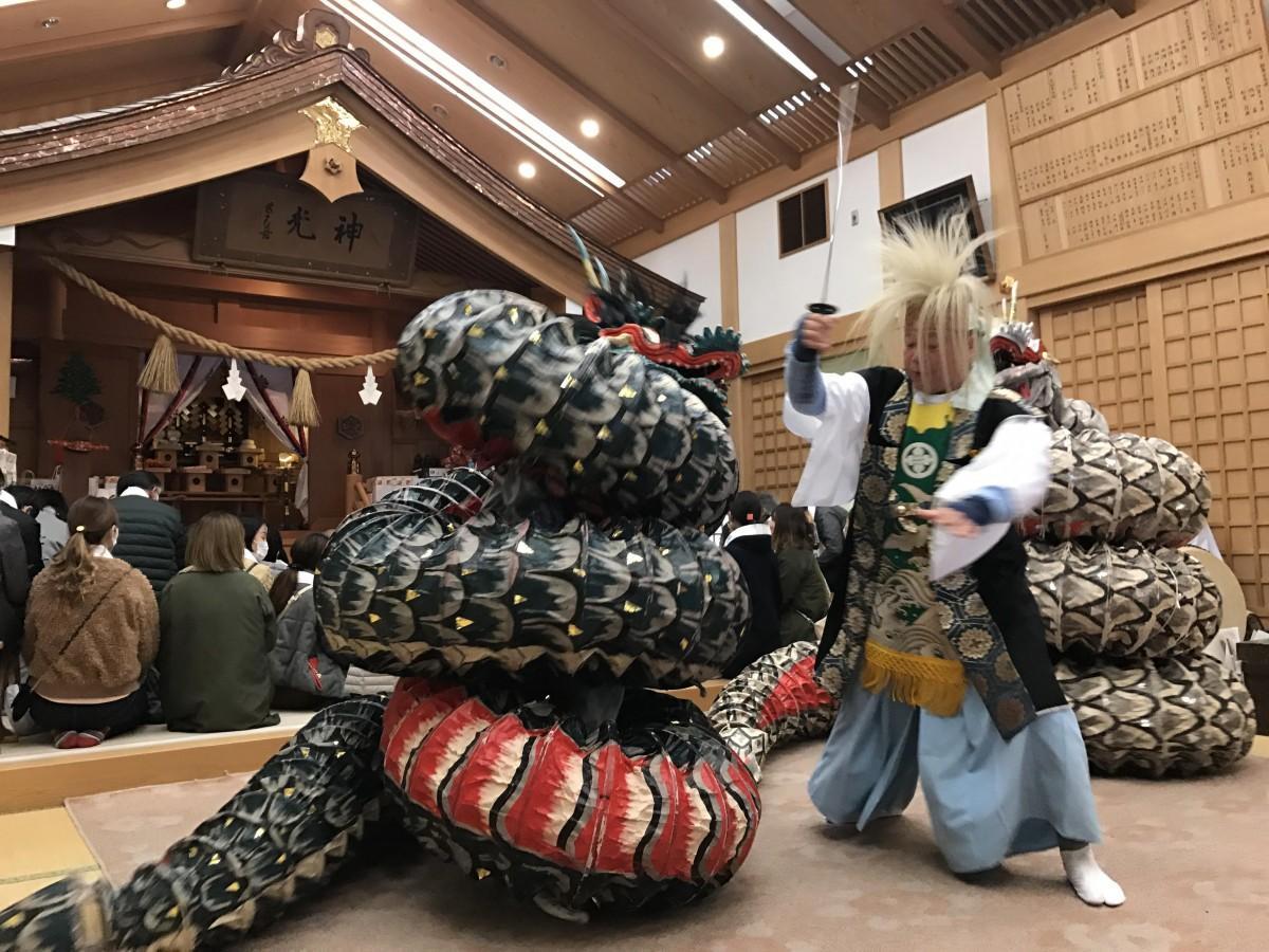 出雲大社松山分祀の節分大祭で奉納された神楽「大蛇の舞」