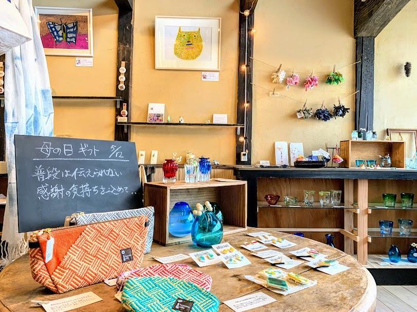 築150年の古民家を改装して誕生したシェアショップ「みつのほ」、「ハチノジ本舗」の店内